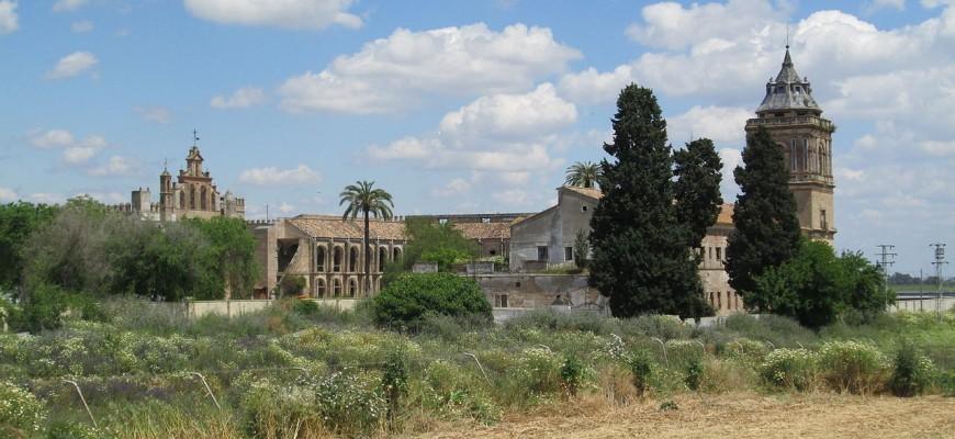 Monasterio de San Isidoro del Campo via Wikipedia Commons