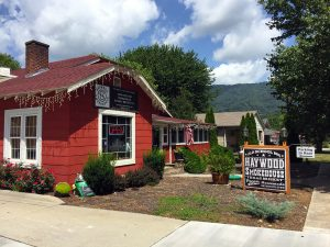 Haywood Smokehouse in Waynesville, NC by Jets Like Taxis