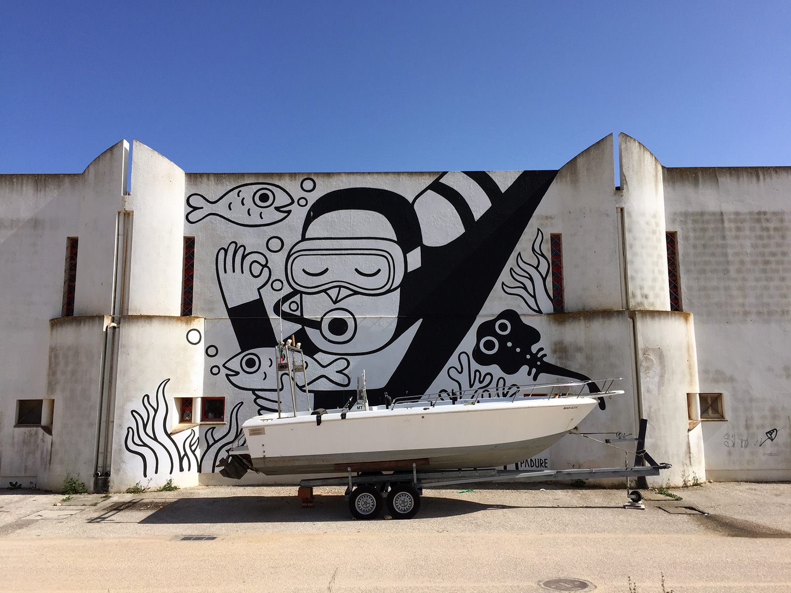Street Art in Lagos, Portugal by Jets Like Taxis