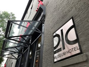 21c Museum Hotel in Louisville, KY by Jets Like Taxis